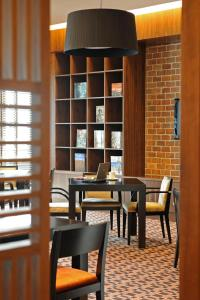 A restaurant or other place to eat at Staybridge Suites Yas Island Abu Dhabi, an IHG Hotel