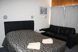 A bed or beds in a room at Nhill Oasis Motel