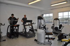 The fitness center and/or fitness facilities at Utsira Overnatting - Sildaloftet