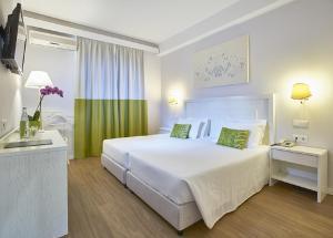 A room at Hotel Madeira