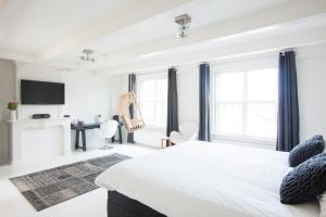 Een bed of bedden in een kamer bij Mokum Suites