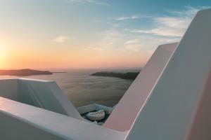 Balcone o terrazza di Grace Hotel Santorini, Auberge Resorts Collection