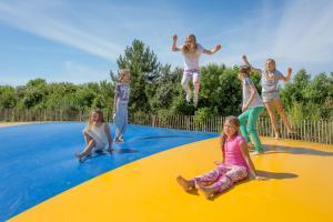Het zwembad bij of vlak bij Hotel De Zeeuwse Kust (family only)