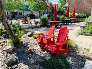 A porch or other outdoor area at Jasper Downtown Hostel