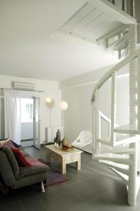 A seating area at Filoxenia Apartments
