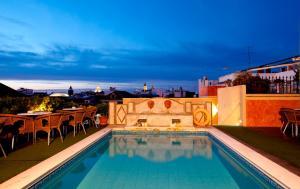 Piscina di Hotel Doña María o nelle vicinanze