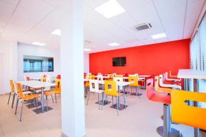 A restaurant or other place to eat at Premiere Classe Caen Nord - Mémorial