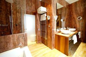 حمام في Mirador de Dalt Vila-Relais & Chateaux