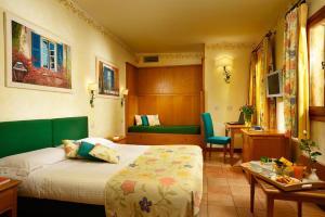 Ein Bett oder Betten in einem Zimmer der Unterkunft Hotel Santa Maria