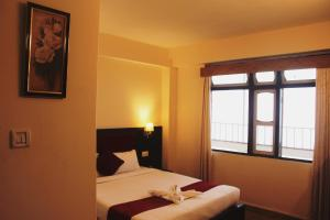 A bed or beds in a room at Hotel Snow View on Cloud Nine