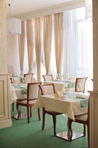 A restaurant or other place to eat at Soft Hotel