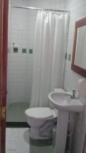 Um banheiro em Hotel Pousada Viking