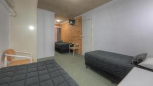 A room at Cousins Motor Inn