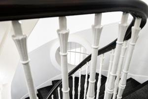 A balcony or terrace at Kelpies Serviced Apartments