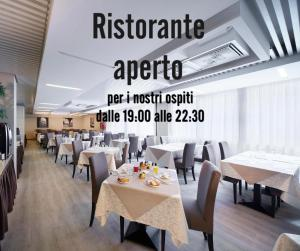 A restaurant or other place to eat at Hotel Ambasciatori