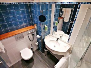 A bathroom at Best Western Marseille Aeroport