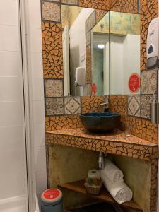 A bathroom at Hostal Artistic B&B