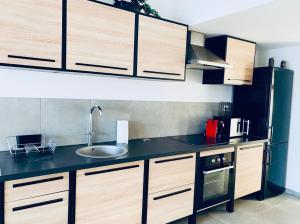 A kitchen or kitchenette at douceur du sud