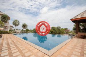 The swimming pool at or close to Capital O 1111 Ananda Lanta Resort - SHA Plus