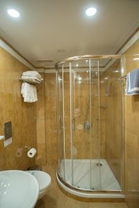 A bathroom at Hotel Byzantino