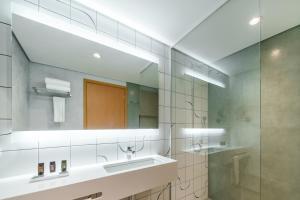 Um banheiro em Grand Mercure Recife Boa Viagem