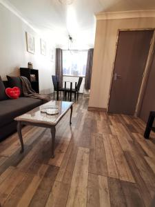 A seating area at Palaz-2 bedroom flat