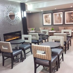 A restaurant or other place to eat at Homewood Suites by Hilton Hamilton