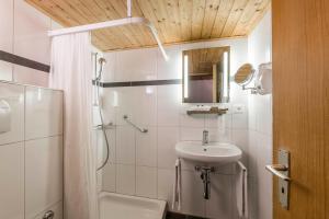 A bathroom at Hotel Stern Chur