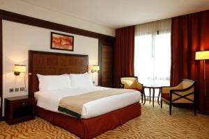 Cama ou camas em um quarto em Holiday Inn Olaya, an IHG Hotel