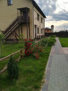 A garden outside Apartments Agrafenina puston