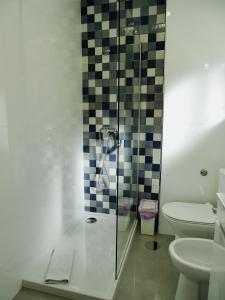 A bathroom at Poveira Hotel