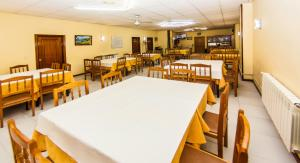 A restaurant or other place to eat at Hotel Restaurante Xaneiro