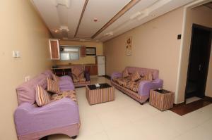 Uma área de estar em Najmat Manami Azizyya