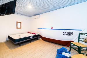 A bed or beds in a room at Som de Mar (by Seanema): Átic Dúplex al Casc Antic de La Vila Joiosa