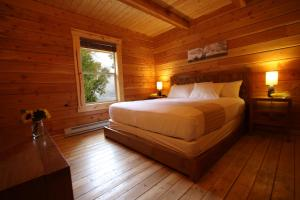 A bed or beds in a room at Mount Princeton Hot Springs Resort