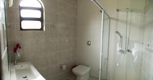 A bathroom at Hostel SLG