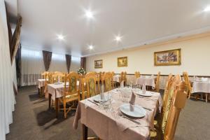 Ресторан / где поесть в Версаль Отель