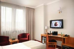 A television and/or entertainment centre at Hotel Filmar