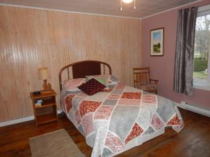 Un ou plusieurs lits dans un hébergement de l'établissement Gîte des P'tites Madames Bed and Breakfast