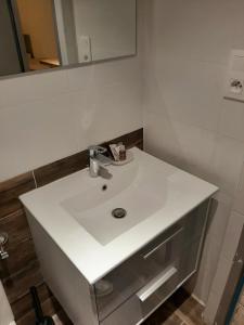 A bathroom at SORELLA