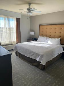 A bed or beds in a room at Homewood Suites by Hilton Decatur-Forsyth