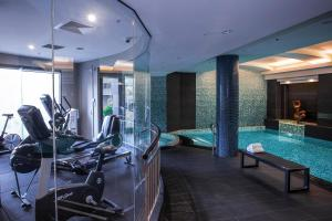 The fitness center and/or fitness facilities at Quay West Suites Melbourne