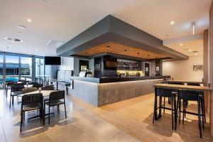 The lounge or bar area at Ingot Hotel Perth, Ascend Hotel Collection