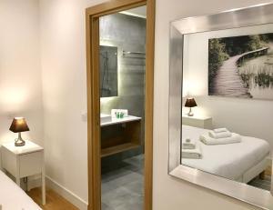 A bathroom at Vieux Nice Palais de Justice