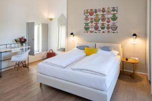 Ein Bett oder Betten in einem Zimmer der Unterkunft Seehotel Hubertushof