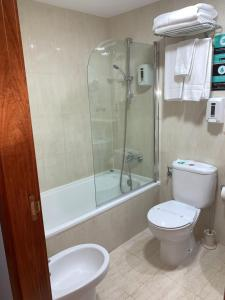 A bathroom at Hotel Los Templarios