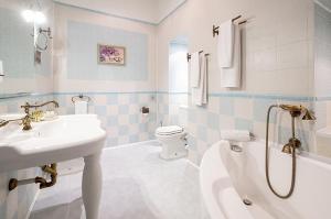 Ванная комната в Marco Polo St Petersburg Бутик-Отель