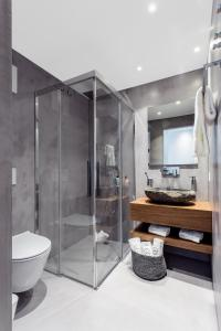 A bathroom at VISIONAPARTMENTS Rue des Communaux - contactless check-in