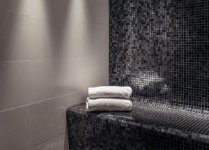 A bathroom at Berns, Historical Boutique Hotel & House of Entertainment since 1863