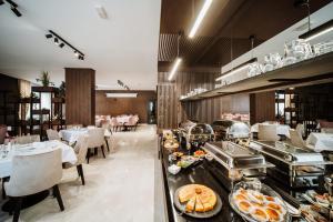 Restoran ili drugo mesto za obedovanje u objektu Hotel Barcode Wellness & Spa